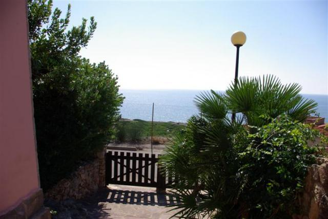 Rental property in San Dzhovanni Di Sinis sea priced in rubles